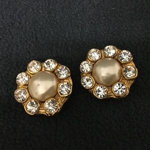 CHANEL Gold Plated Pearl/Cyrstal Vintage Earrings